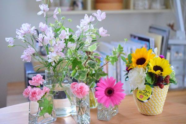 花器をたくさん使ったアレンジメント