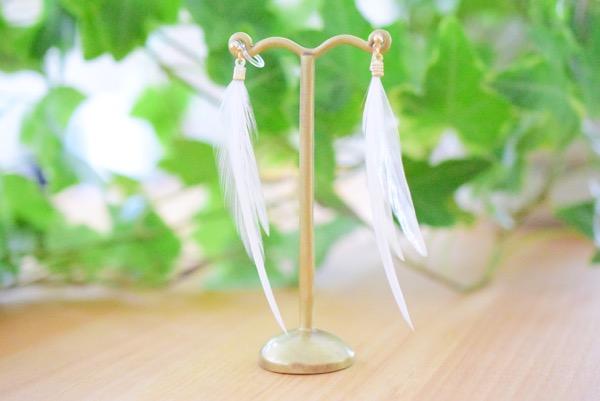 羽根のイヤリング(白)