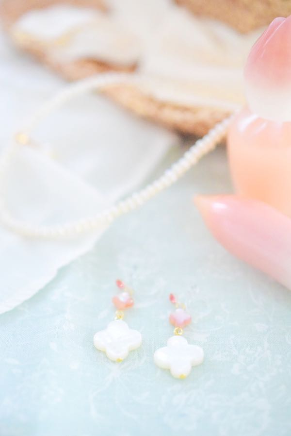 白蝶貝のイヤリング(お出かけ準備)
