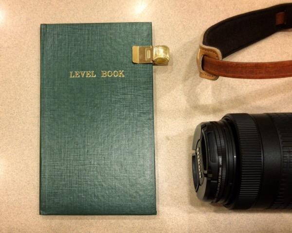 コクヨ 測量野帳を2冊目のフィールドノートに選びました。以前から気になっていたアイテムをこの機会に。