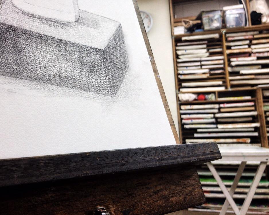 アトリエで鉛筆デッサンの体験レッスンを受けて、入会しました。